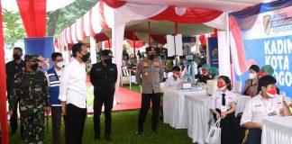 Presiden Jokowi, Vaksinasi Pelajar, Kebun Raya